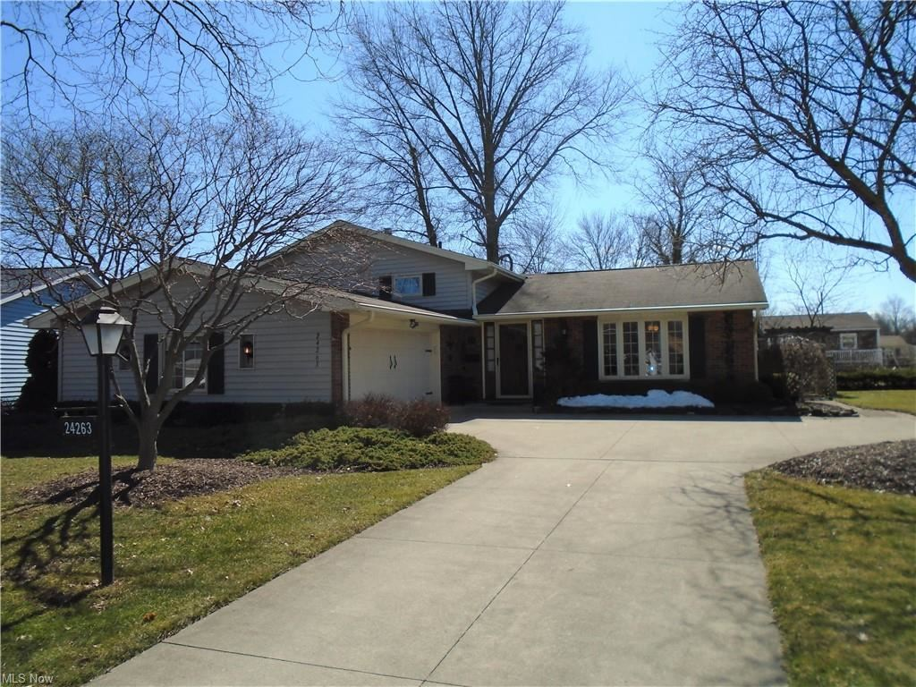 24263 S Oxford Oval, North Olmsted, OH 44070 - #: 4260511