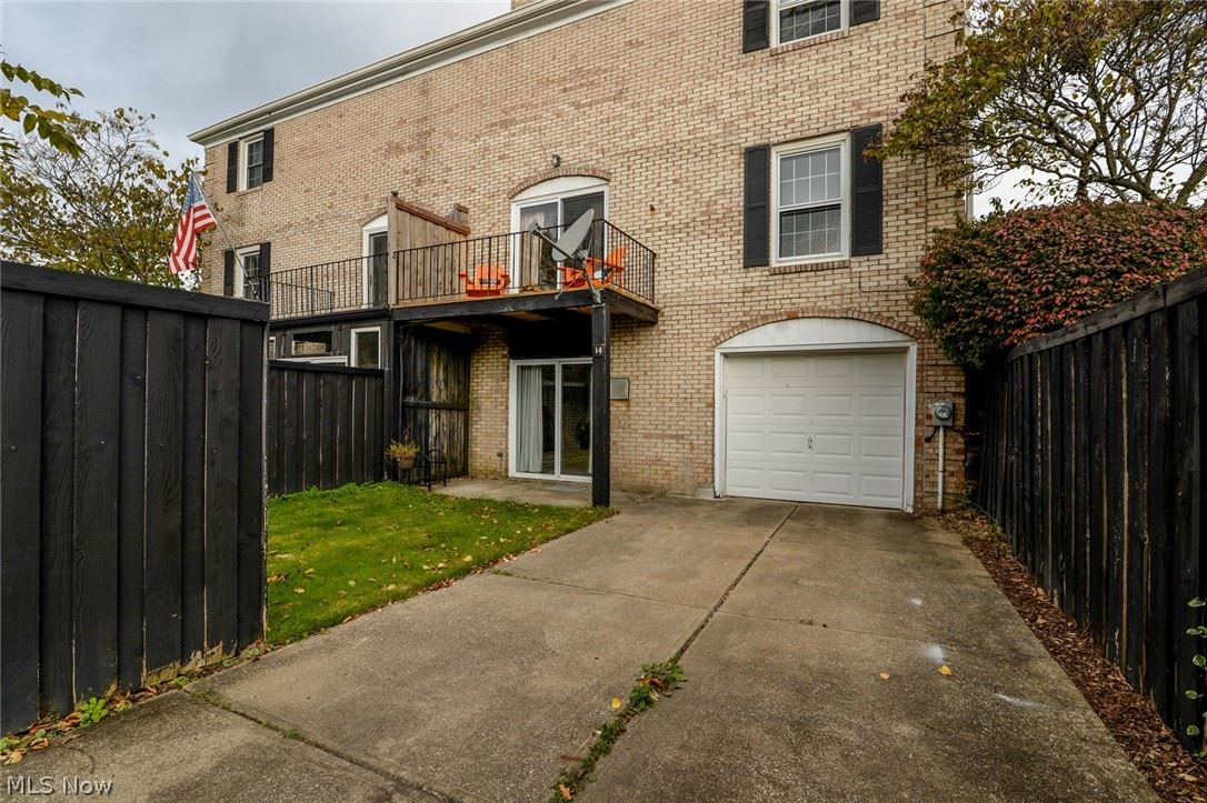 Photo of 824-14 S Chillicothe Road, Aurora, OH 44202 (MLS # 4327530)