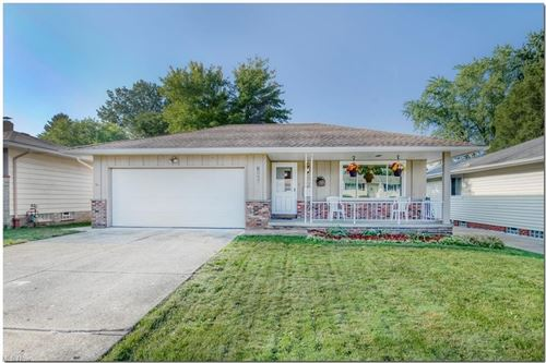 Photo of 15066 Lisa Drive, Maple Heights, OH 44137 (MLS # 4317564)