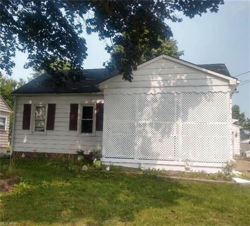 Photo of 866 Palmer Avenue, Youngstown, OH 44502 (MLS # 4324605)