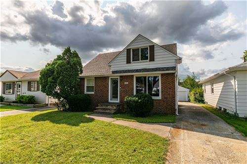 Photo of 18212 Hazelwood Avenue, Maple Heights, OH 44137 (MLS # 4314623)