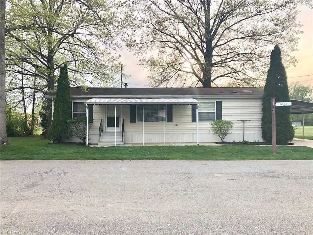 11 West Drive NW, Olmsted Falls, OH 44138 - #: 4275709
