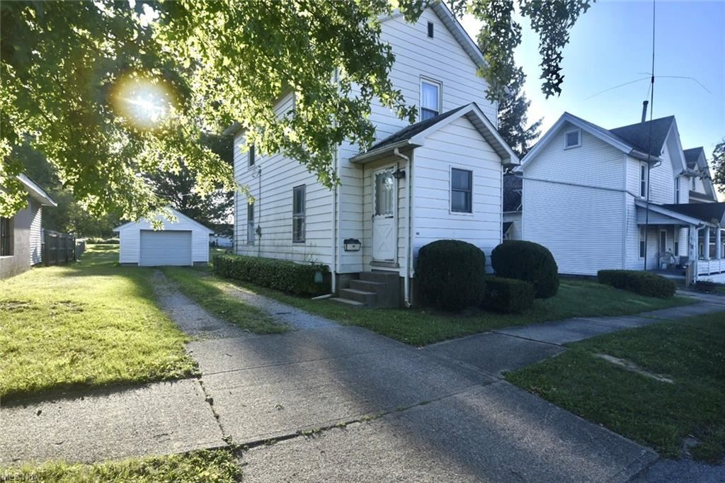 Photo of 224 S Middle Street, Columbiana, OH 44408 (MLS # 4315739)