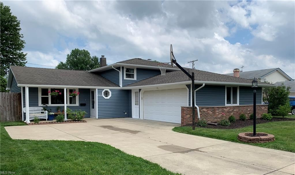 25212 Chase Drive, North Olmsted, OH 44070 - #: 4288747