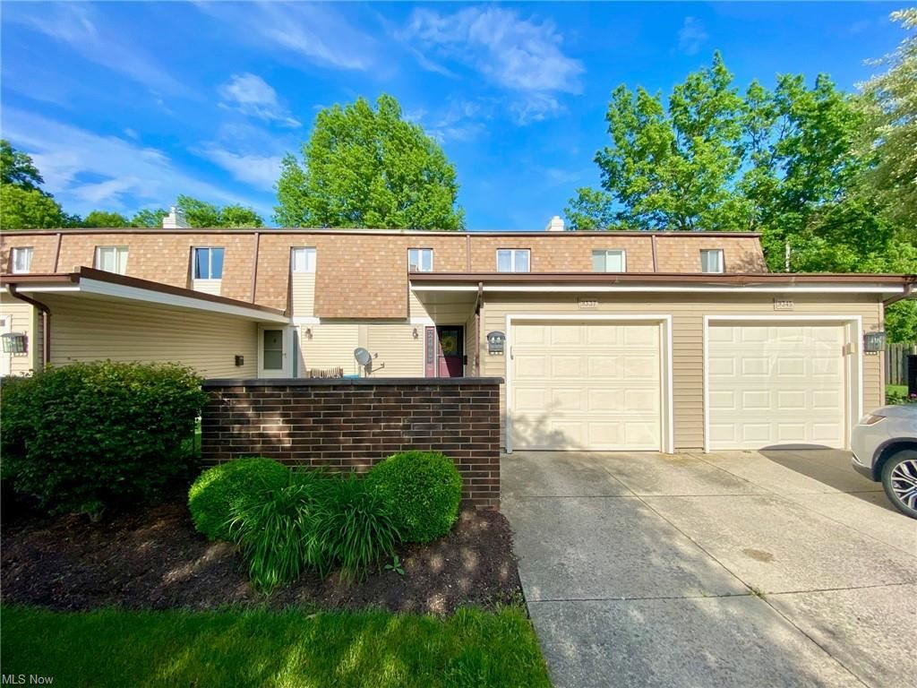 9337 Sussex Drive, Olmsted Falls, OH 44138 - #: 4284766