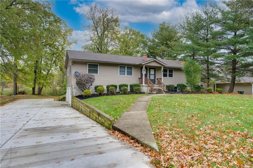Photo of 1507 Meadowbrook Boulevard, Stow, OH 44224 (MLS # 4327769)
