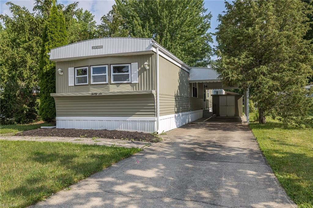 Photo of 26 Sycamore Drive, Olmsted Township, OH 44138 (MLS # 4303800)