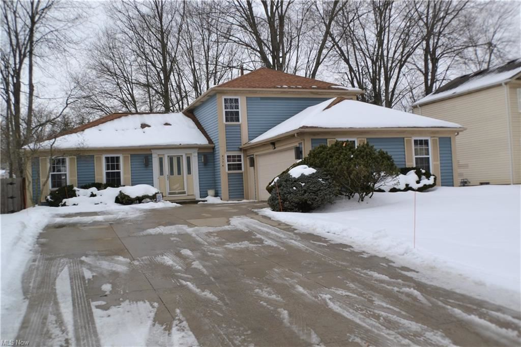 8374 Bradfords Gate, Olmsted Falls, OH 44138 - #: 4257809