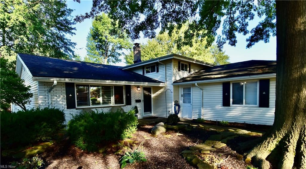 4294 Danberry Drive, North Olmsted, OH 44070 - #: 4317823