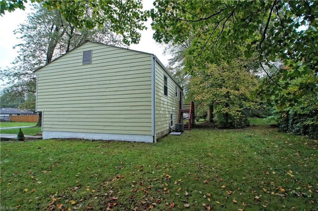 Photo of 6270 Maxwell Drive, Madison, OH 44057 (MLS # 4327851)