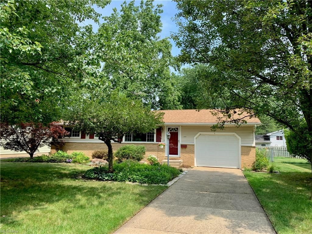 24806 Doe Drive, North Olmsted, OH 44070 - #: 4298854