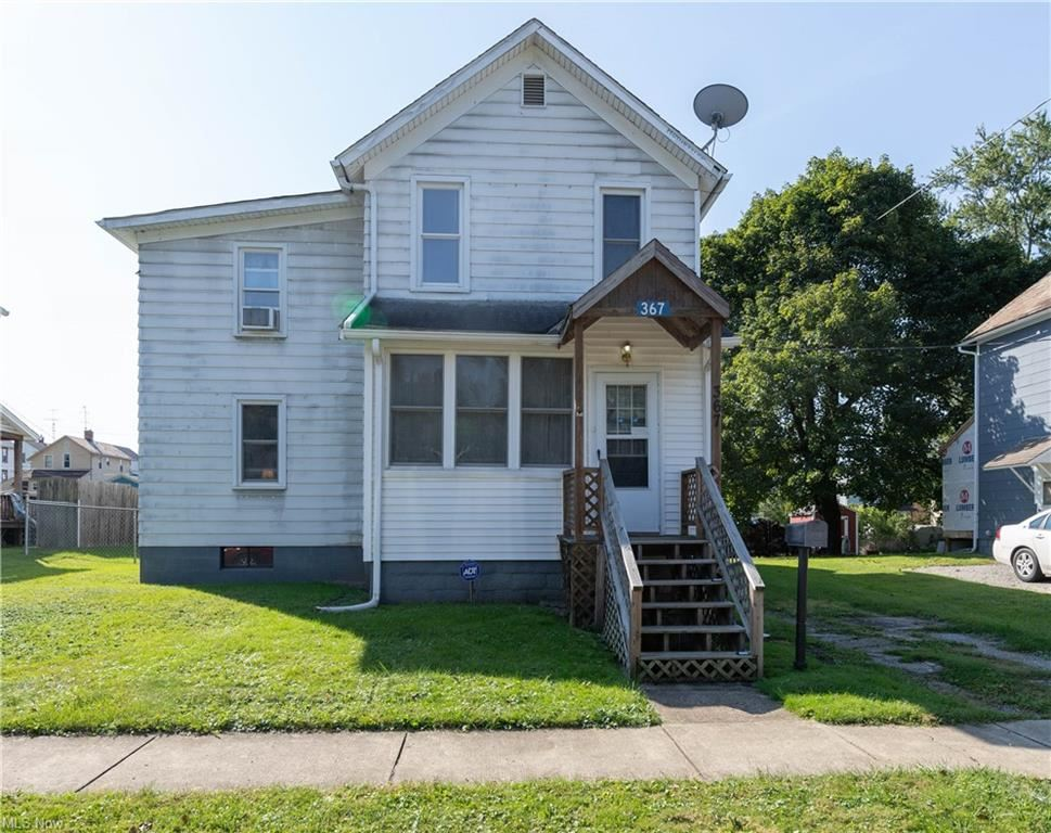 Photo for 367 E North Avenue, East Palestine, OH 44413 (MLS # 4318859)