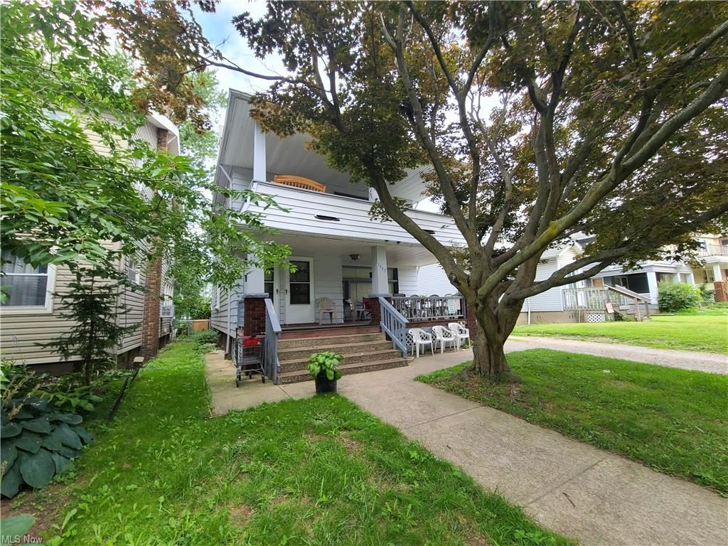 Photo of 1355 West Boulevard, Cleveland, OH 44102 (MLS # 4303862)