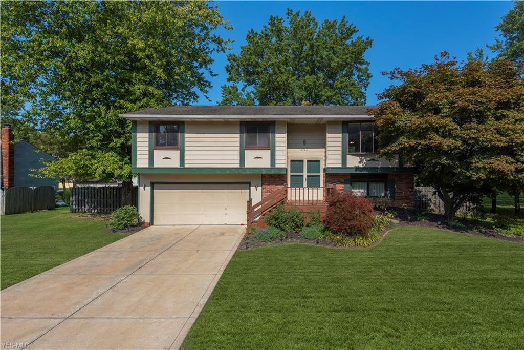 8760 Yellowstone Parkway, Olmsted Township, OH 44138 - #: 4226866