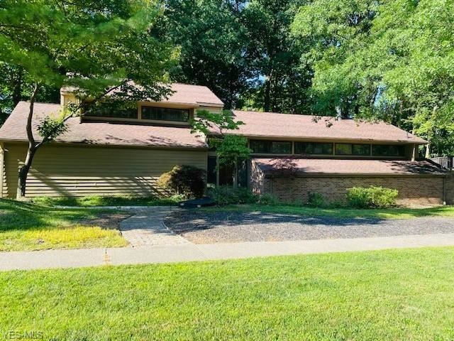 17980 Falling Leaves Road, Strongsville, OH 44136 - #: 4217907