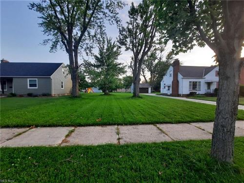 Photo of 15813 Parklawn Avenue, Middleburg Heights, OH 44130 (MLS # 4285929)