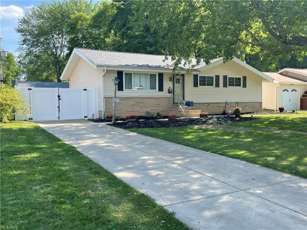 24375 Woodmere Drive, North Olmsted, OH 44070 - #: 4285947