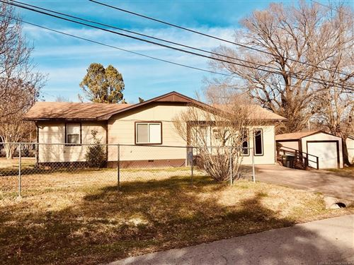 Photo of 430 W South Street, Tahlequah, OK 74464 (MLS # 2103024)