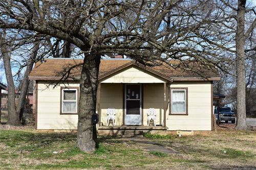 Photo of 400 Minor Street, Tahlequah, OK 74464 (MLS # 2110027)