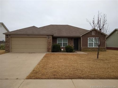 Photo of 502 E 147th Street, Glenpool, OK 74033 (MLS # 1941050)