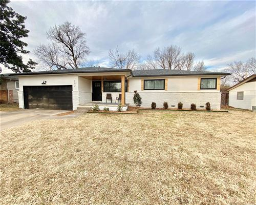 Photo of 302 E Fort Worth Street, Broken Arrow, OK 74012 (MLS # 2102055)