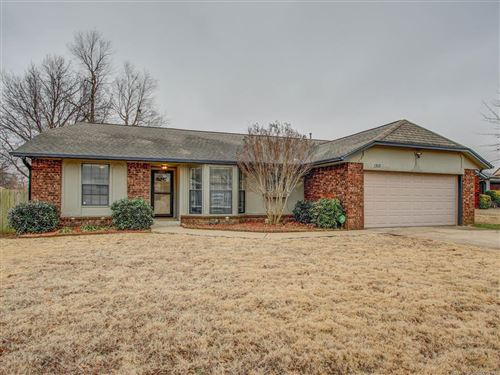 Photo of 1315 W Gulfport Street, Broken Arrow, OK 74011 (MLS # 2102060)