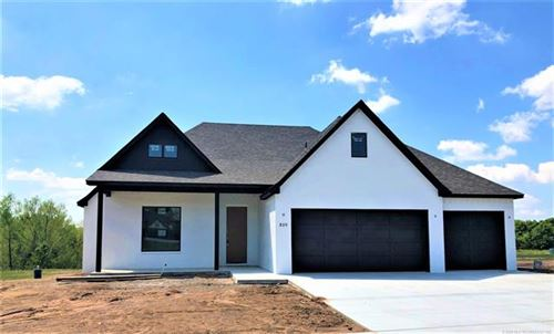 Photo of 809 E Edgewater Place, Broken Arrow, OK 74012 (MLS # 2004072)