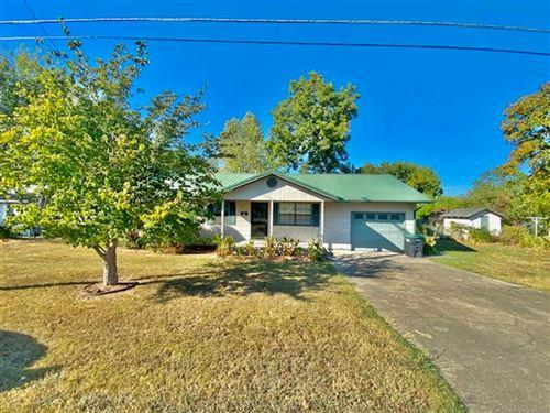 Photo of 810 W Keetoowah Street, Tahlequah, OK 74464 (MLS # 2133092)