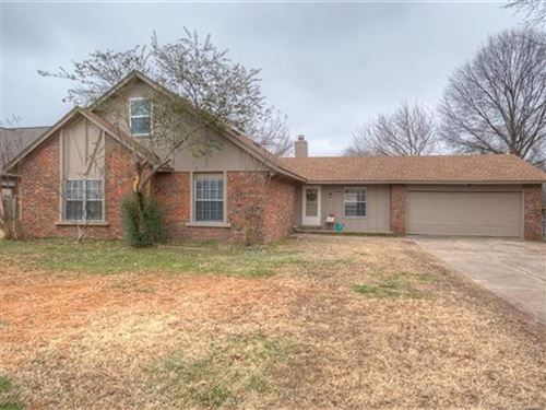 Photo of 901 W Vicksburg Street, Broken Arrow, OK 74011 (MLS # 2102113)