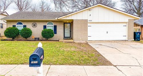 Photo of 1013 W Lansing Street, Broken Arrow, OK 74012 (MLS # 2102123)