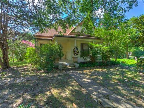 Photo of 323 N Choctaw Avenue, Claremore, OK 74017 (MLS # 2027125)
