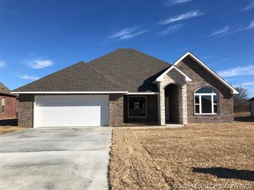 Photo of 614 Clubhouse Drive, Muskogee, OK 74403 (MLS # 2004126)