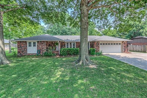Photo of 4600 Rolling Hills Drive, Bartlesville, OK 74006 (MLS # 2125164)