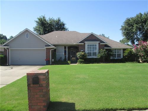 Photo of 3407 Canterbury Avenue, Muskogee, OK 74403 (MLS # 1926165)