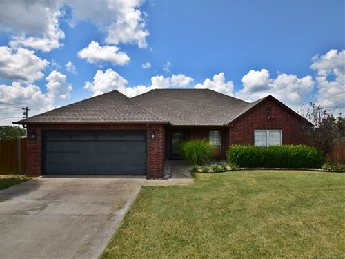 Photo of 13021 Windchester Drive, Tahlequah, OK 74464 (MLS # 2129167)