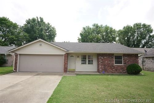 Photo of 512 Cumberland Drive, Muskogee, OK 74403 (MLS # 2025179)