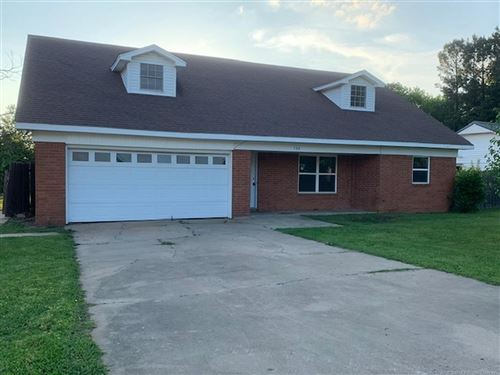 Photo of 504 Juniper Lane, Muldrow, OK 74948 (MLS # 1915190)