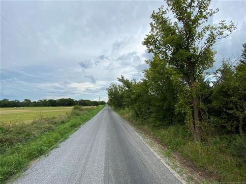 Photo of 10380 Locust Road, Henryetta, OK 74437 (MLS # 2028208)