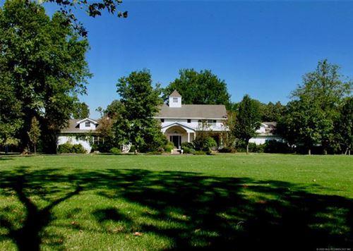 Photo of 631 Rolling Oaks Place, Muskogee, OK 74401 (MLS # 2010226)
