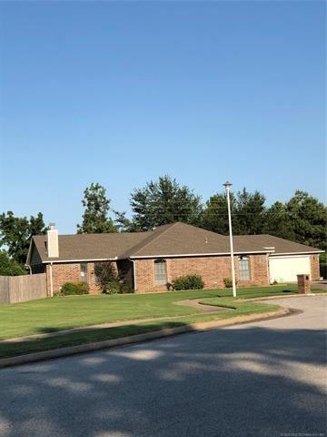 Photo of 2401 N 14th Place, Broken Arrow, OK 74012 (MLS # 2028229)