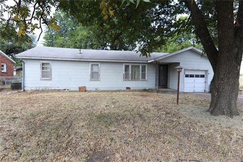 Photo of 533 NE Elmhurst Avenue, Bartlesville, OK 74006 (MLS # 2129252)