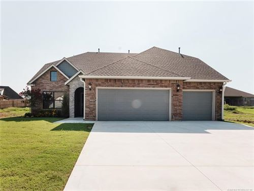 Photo of 8627 S Quanah Avenue, Tulsa, OK 74132 (MLS # 2005259)