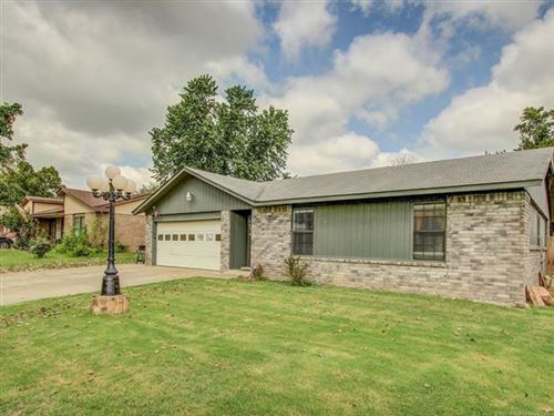 Photo of 429 W 150th Street, Glenpool, OK 74033 (MLS # 1934283)