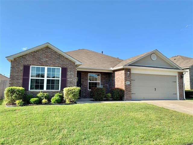 Photo for 5901 E 148th Place, Bixby, OK 74008 (MLS # 2006344)