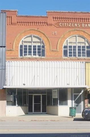 Photo of 414 W Main Street, Henryetta, OK 74437 (MLS # 2025365)