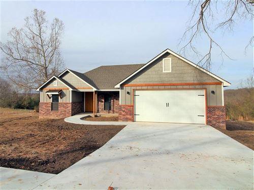 Photo of 841 E Finley Ridge Drive, Tahlequah, OK 74464 (MLS # 2030416)