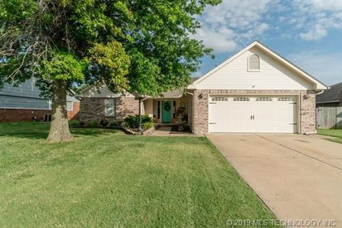 Photo of 12506 E 82nd Street, Owasso, OK 74055 (MLS # 1924420)