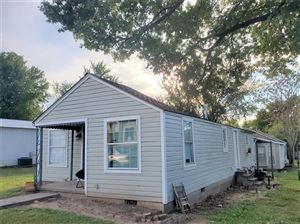 Photo of 318 N Broadway Street, Coweta, OK 74429 (MLS # 1932443)