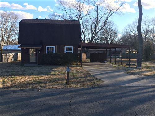Photo of 504 E Sarah Avenue, Sallisaw, OK 74955 (MLS # 2101496)