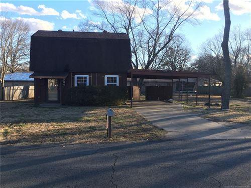 Photo of 504 E Sarah Avenue, Sallisaw, OK 74955 (MLS # 2101496)